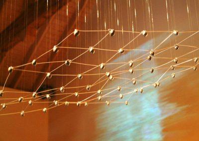 Maille électro-cinétique, 2005 Installation mixte 250 x 300 cm