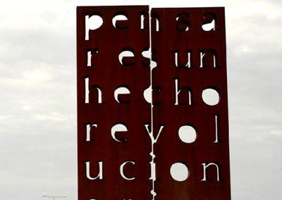 Pensar est un hecho revolutionario, 2009 Bronze 600 x 400 x 40 cm