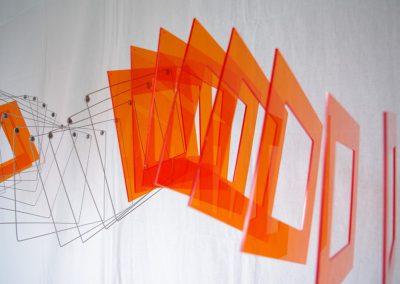 Tétralinéaires orange, 2010 Installation 20 x 155 x 20 cm